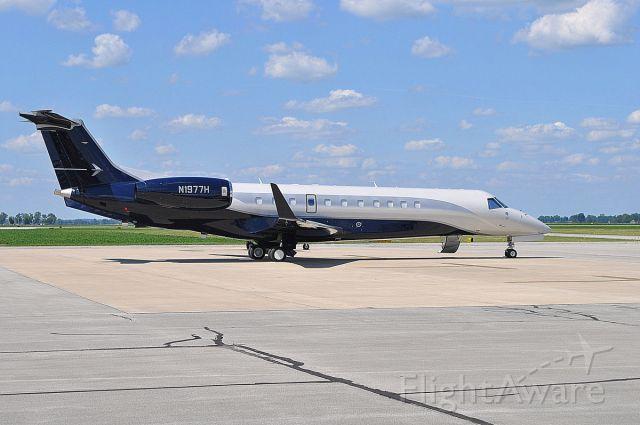 N1977H — - Getting ready for passengers at KBAK - Columbus, Indiana Municipal Airport.