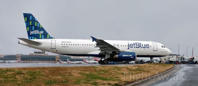 Airbus A320 (N662JB) - Nice to see a JBU 320 here, taxing out to JFK.<br /><br />12/15/18