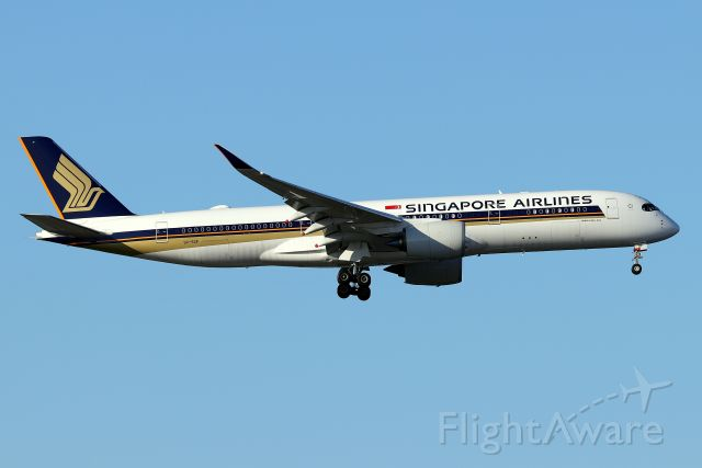 Airbus A350-900 (9V-SGF) - 'Singapore 24' arriving from Singapore Changi Airport  (4/22)