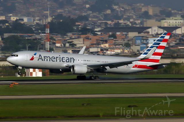 N373AA — - Landing RWY15 at Galeão Int´l(RJ)