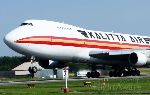 Boeing 747-200 (N701CK) - take off