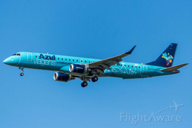 Embraer ERJ-190 (PR-AYY) - Azul Linhas Aereas<br />(Azul Viagens livery) / Embraer ERJ-195AR<br />Registration: PR-AYY<br /><br />Rio de Janeiro (GIG) - Campinas (VCP)<br /><br />Fotografia: Marcelo Luiz