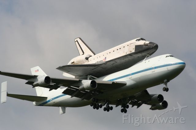 Boeing 747-200 (N905NA) - Piggy back ride of Shuttle Endeavor, landing at Ellington Field in Webster, Texas.  This ws the last tour of the Houston area, prior to Endeavor heading towards Los Angeles for retirement.