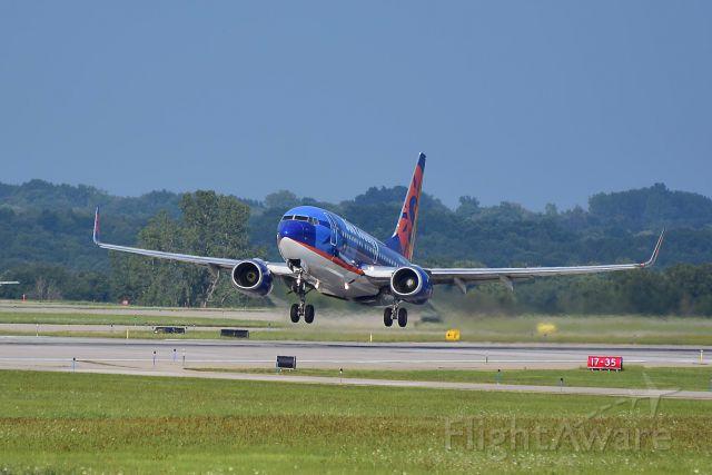 Boeing 737-700 (N715SY) - Leaving KGRR