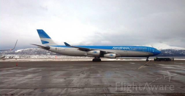 — — - Plataforma aeropuerto Internacional Malvinas Argentina de la ciudad de Ushuaia TDF Argentina