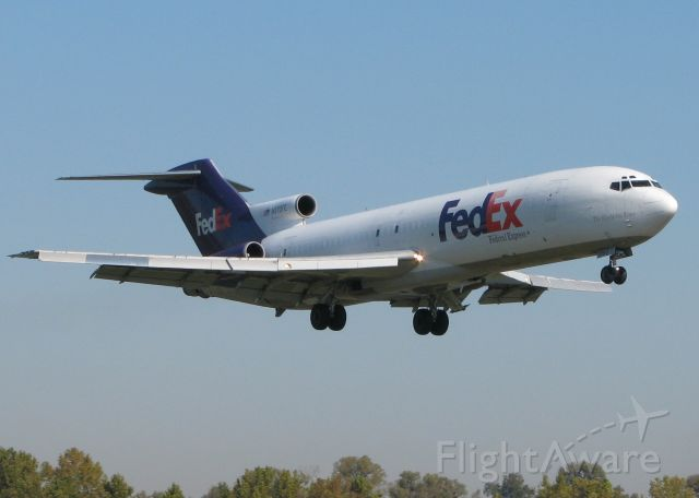 Boeing 727-100 (N270FE) - Landing at Downtown Shreveport on 14. FedEx donated this to a local college aerospace program so this is its last landing,,,ever!!!