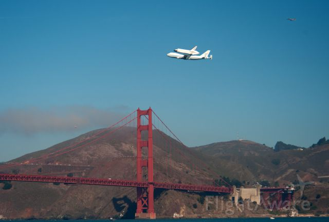 Boeing 747-200 (N905NA) - On September 21, 2012 was in San Francisco for the Endeavor tour of California. Shot of the aircraft and shuttle over the Golden Gate.