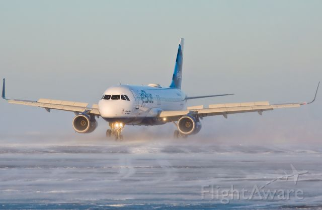 Airbus A320 (N827JB) - KBOS Logan and B6 winter ops