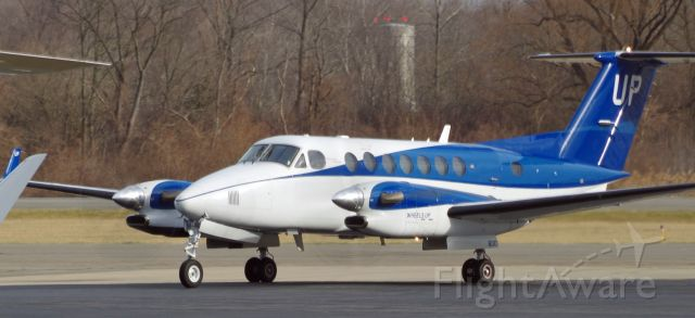 Beechcraft Super King Air 350 (N800UP) - MORRISTOWN MUNICIPAL AIRPORT-MORRISTOWN, NEW JERSEY, USA-JANUARY 08, 2021: Seen taxiing just after landing on Runway 5 was this Wheels Up Beechcraft Super King Air twin engine plane.