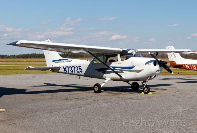 Cessna Skyhawk (N73725)