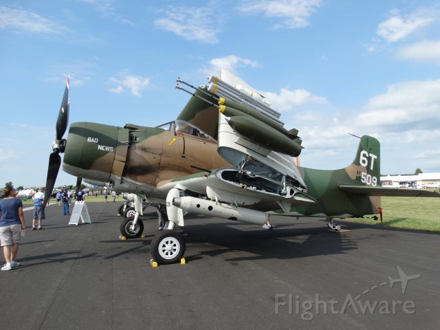 Piper Aztec (N2AD) - Douglas AD-1 Skyraider (1947 C/N:09257/2085)