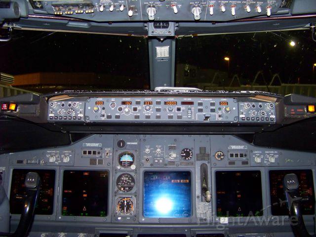 — — - Southwest Boeing 737-700 cockpit