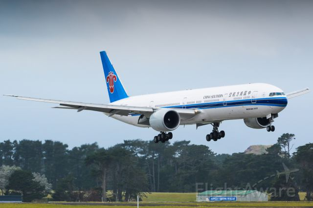 BOEING 777-300 (B-2007)