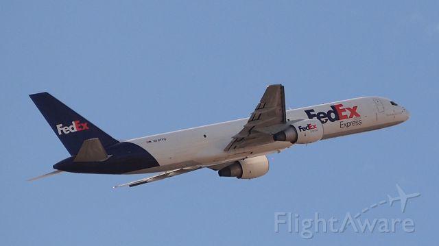 Boeing 757-200 (N787FD) - Departing 36L