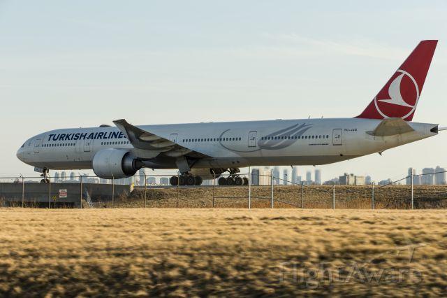 BOEING 777-300 (TC-JJG)