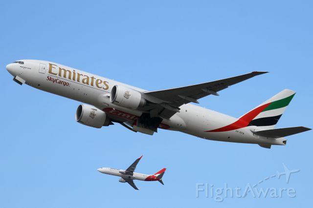 Boeing 777-200 (A6-EFN)