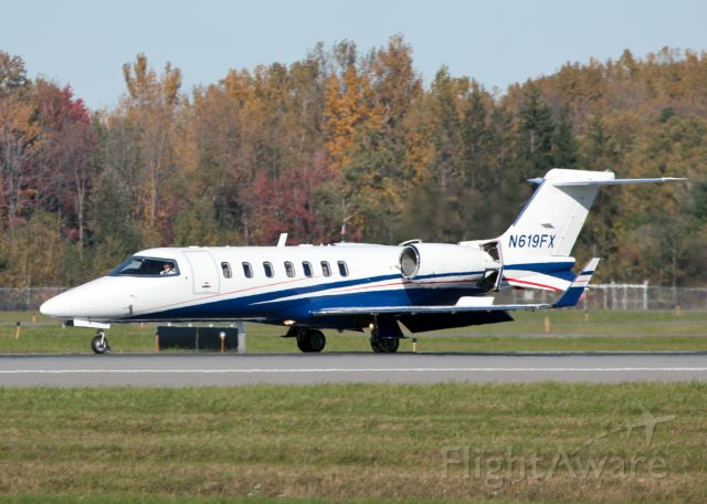 Learjet 40 (N619FX) - Roll out after a smooth landing RW28. Reversers and ground spoilers deployed.