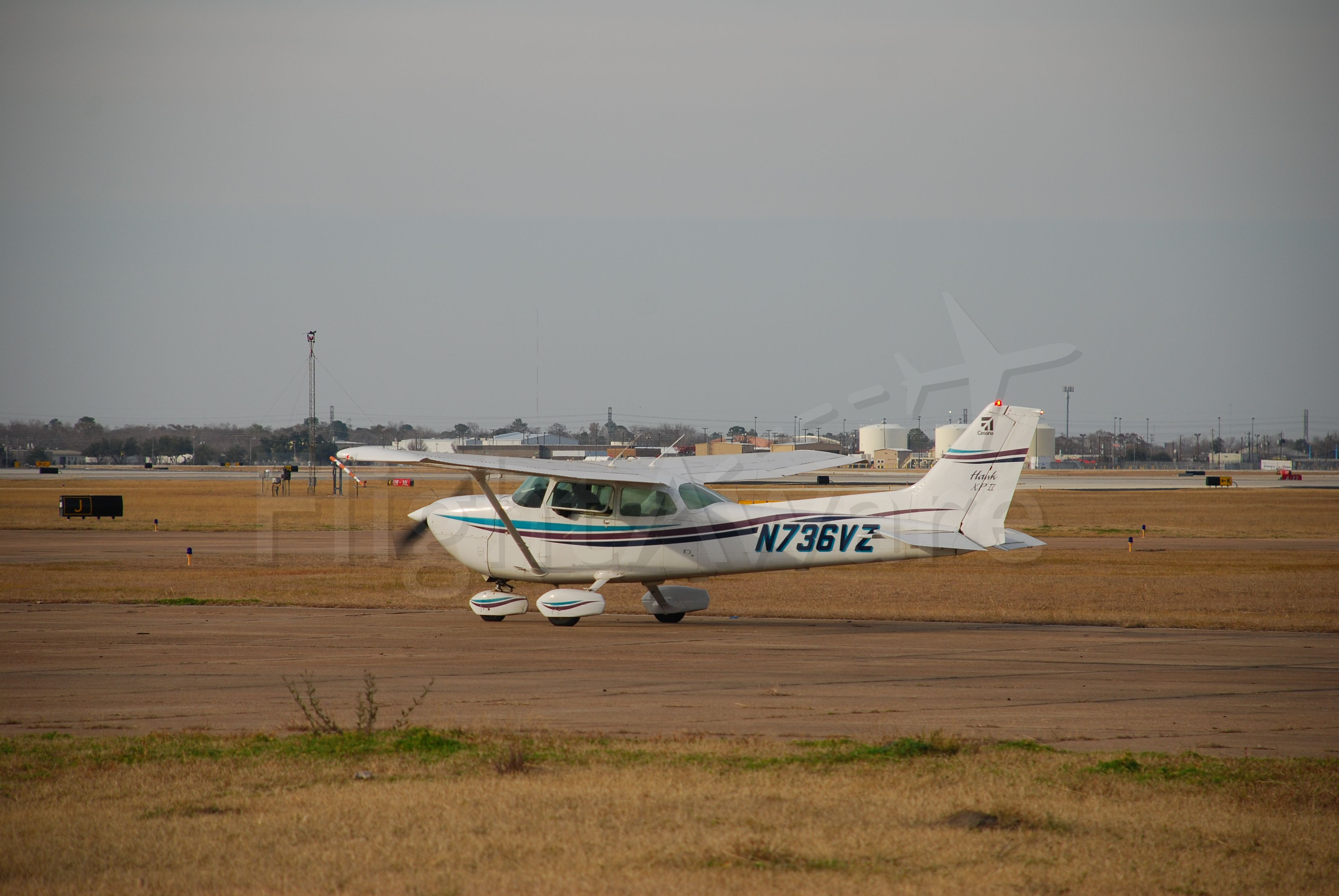 Cessna Skyhawk (N736VZ) - VZ doing run-up at KHOU ramp.