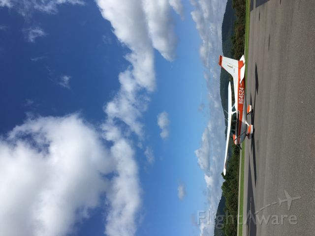 Cessna Skyhawk (N64524) - Pretty mountains of North Carolina br /9-3-2020