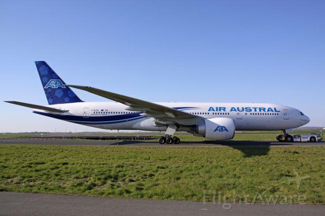 Boeing 777-200 (F-OLRA)