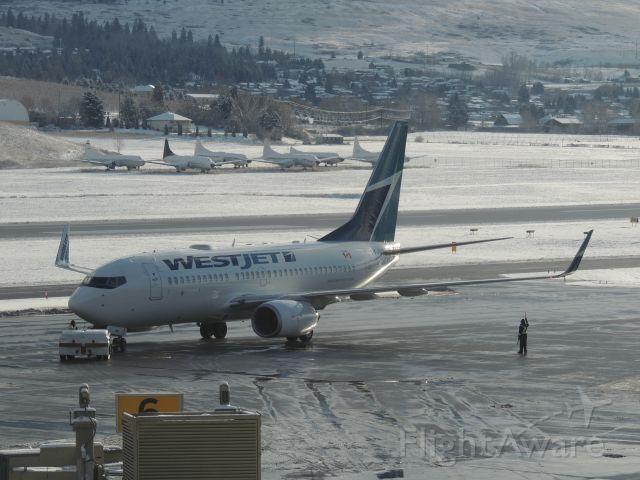 Boeing 737-700 (C-FUWS)