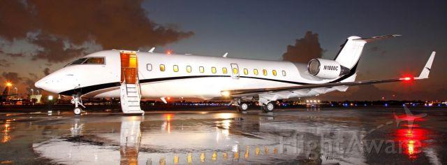 Canadair Regional Jet CRJ-200 (N1800C)