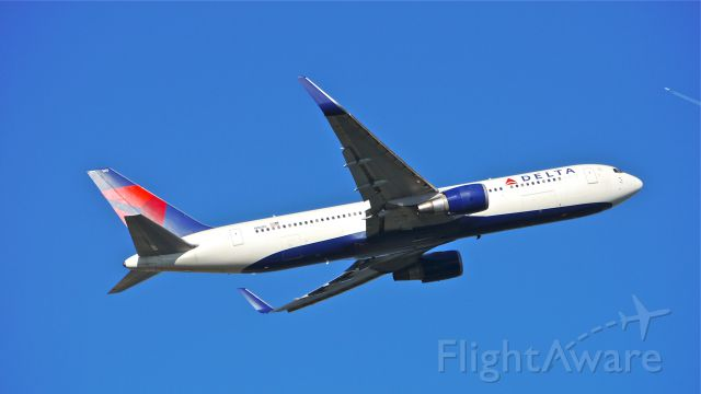 BOEING 767-300 (N1605) - DAL37 climbs from Rwy 16L for a flight to EGLL / LHR on 6/8/14. (LN:753 / cn 30198).
