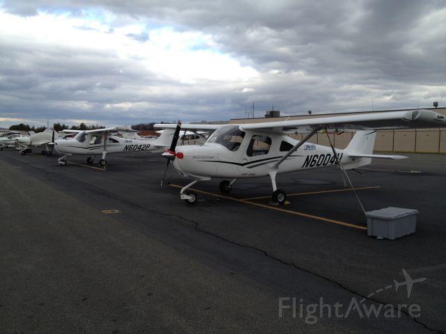 Cessna Skycatcher (N6042P) - Av-Ed Flight School, Leesburg, VA.  Equipped with G300 dual display