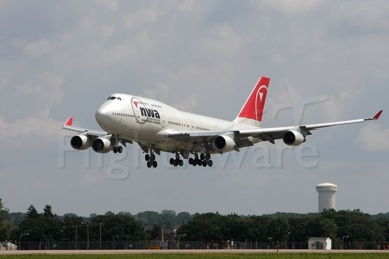 N662US — - NWA approaching runway 30L  Arriving from Narita