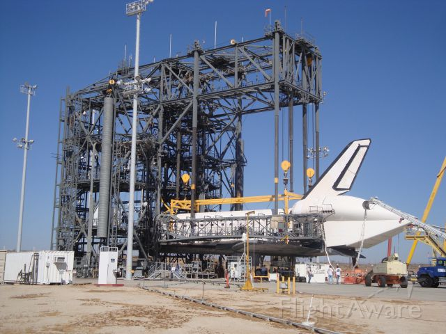 — — - Space Shuttle Orbiter Discovery STS-128 post-landing processing at NASA-DFRC Mate-Demate Device (MDD)