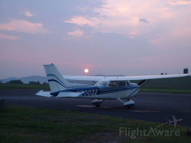 Cessna Skyhawk (N20032) - Sunset over Cessna @ 6l4