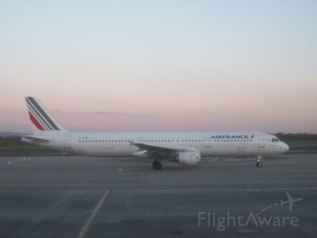 Airbus A321 (F-GTAZ) - Just come off a Ryanair flight from Faro in Portugal when this plane was taxiing onto the runway