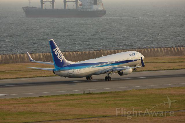 Boeing 737-800 (JA72AN)