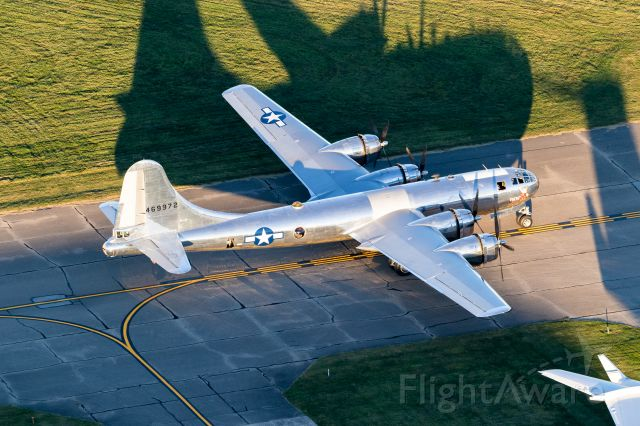 """Boeing B-29 Superfortress (46-9972) - Yep... Air to ground with B29 """"Doc"""" after it landed on 3R at LUK. Pretty insane moment here and that shadow is just wild!"""
