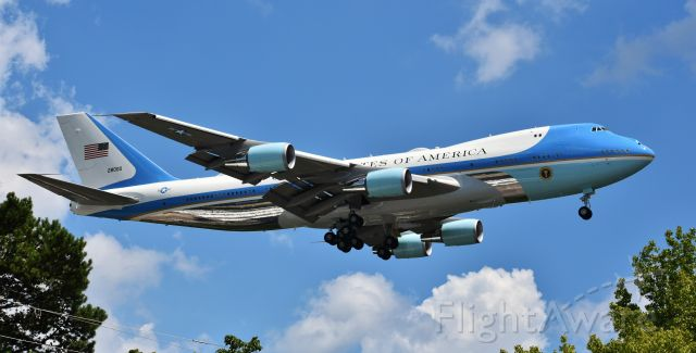 Boeing 747-200 (82-8000) - Hated to frame her in the trees, but at my location, I didn't really have a choice - especially trying to fit a 747 in my lens! President Trump visited RDU today, 7/27/20, to visit a facility where a coronavirus vaccine is being developed. What a glorious airplane.