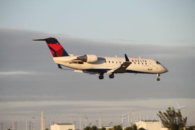 Canadair Regional Jet CRJ-200 (N846AS)
