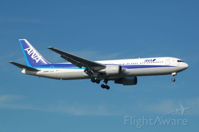 BOEING 767-300 (JA8342) - 2013-07-23