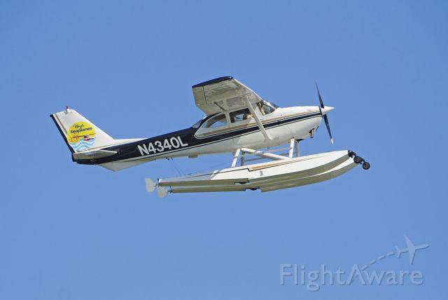Cessna Skyhawk (N4340L) - Departing runway 9.<br /><br />March 5, 2020