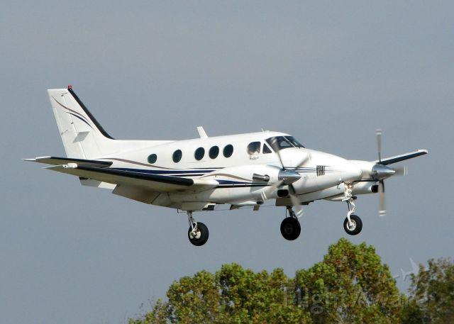 Beechcraft King Air 90 (N104LC) - Landing on 14 at Downtown Shreveport.