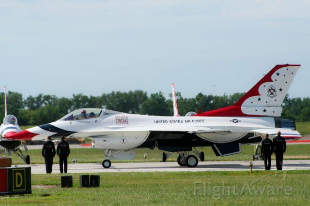 Lockheed F-16 Fighting Falcon — - USAF Thunderbird pilot prepares for takeoff at the Kansas City Aviation Expo in Kansas City, Missouri
