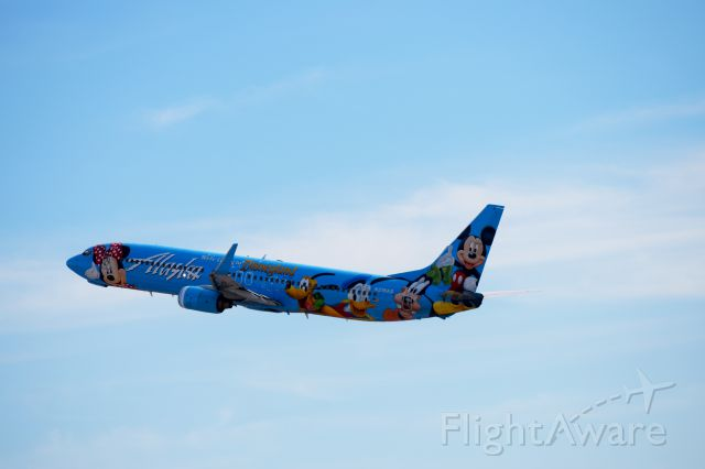 Boeing 737-700 (N318AS) - Taking off from Phoenix sky Harbor(1.19.2015)RWY 07L