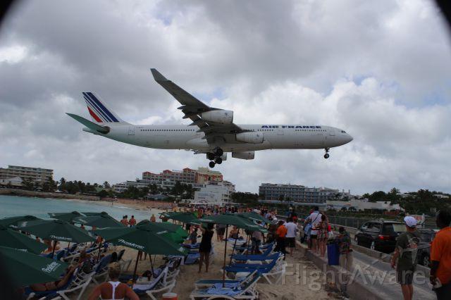 Airbus A340-300 (F-GLZU) - Air France Airbus A340-313X F-GLZU landing at Princess Juliana International Airport