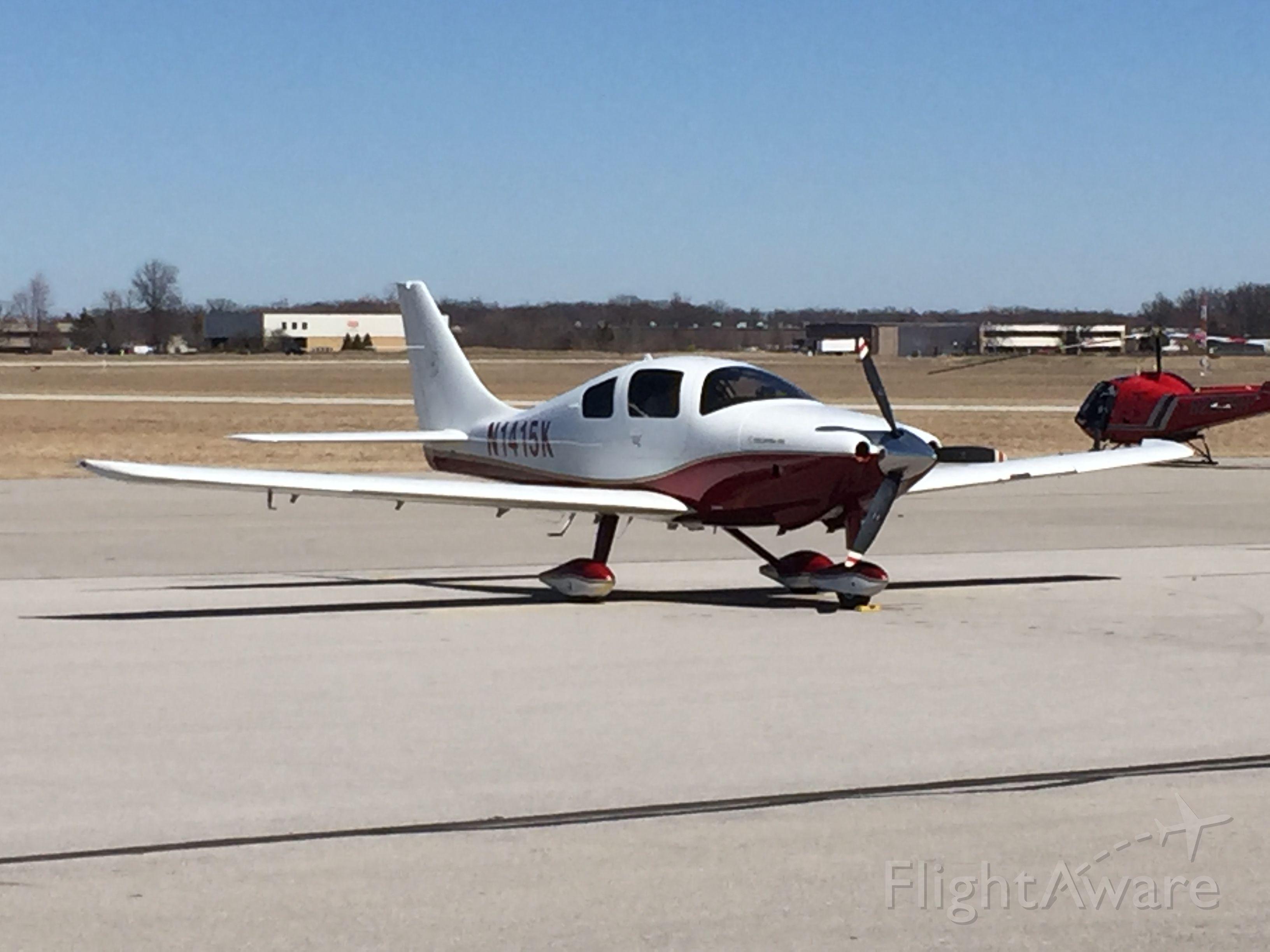 Cessna 350 (N1415K)