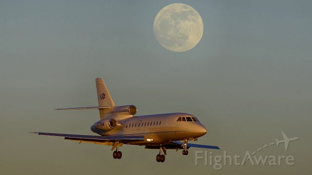 Dassault Falcon 900 (N775GM) - 22 approach at sunset below the rising moon on Winter Solstice.