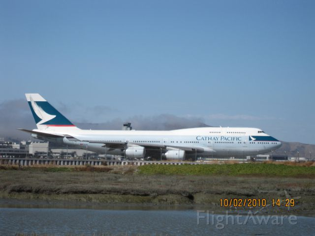 Boeing 747-400 (B-HOS) - Cathay Pacific CX879, taxiing to 28L for takeoff to HKG.