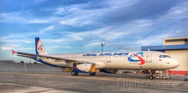 Airbus A321 (VQ-BCE) - Ural 321 at TPA.