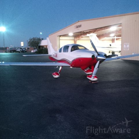 "Cessna 400 (N153CM) - Getting ""THREE CHARLIE MIKE"" ready for a night flight from Midland to Austin..."