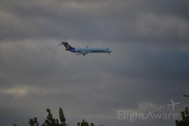 Boeing 717-200 — - A Hawaiian 717 on final into PHNL.