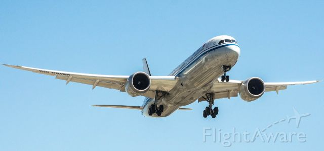 Boeing 787-9 Dreamliner (B-7899)