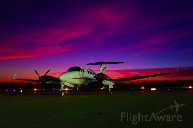 Beechcraft Super King Air 200 (N875J)